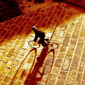 EQUO reclama un impulso a la bicicleta y rechaza la pretensión de usar casco obligatorio